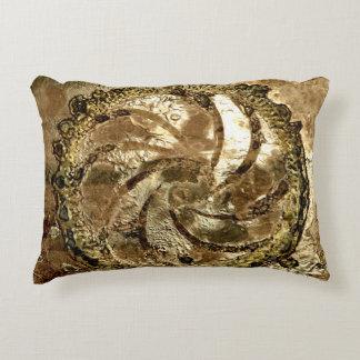 Cojín Decorativo Grifos de bronce por Deprise
