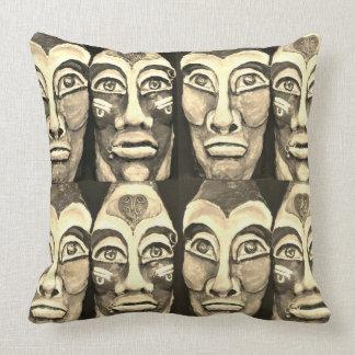 Cojín Decorativo Guerreros mayas - diseño del surrealismo - color
