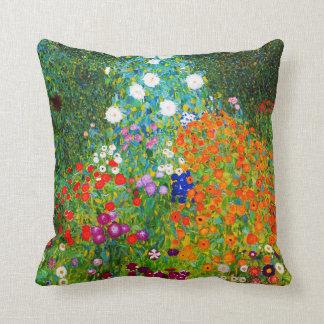 "Cojín Decorativo Gustav Klimt , "" Farmhouse garden """