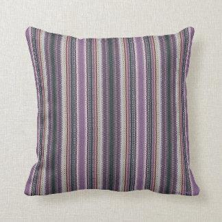 Cojín Decorativo HAMbyWG - mirada del encaje de aguja de la lavanda