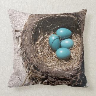 Cojín Decorativo Huevos azules del petirrojo de la jerarquía del