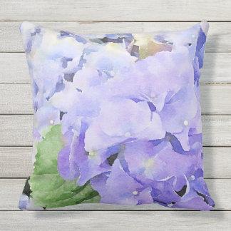 Cojín Decorativo Hydrangea azul de la acuarela al aire libre