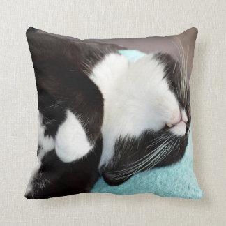 Cojín Decorativo imagen del gatito de la opinión de la barbilla del