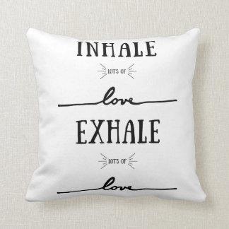 Cojín Decorativo Inhale la porción de amor, exhale la porción de