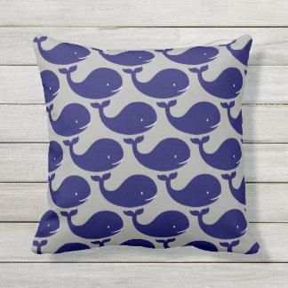 Cojín Decorativo La ballena azul feliz