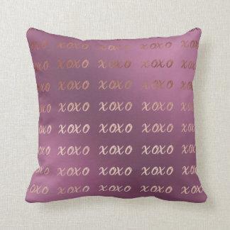 Cojín Decorativo la falsa tipografía color de rosa del oro abraza y