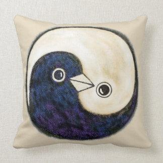 Cojín Decorativo Las palomas de Yin yang hacen un amortiguador
