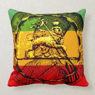 Cojín Decorativo León de Rasta del verde rojo del oro de Judah