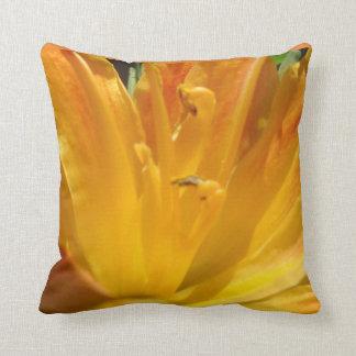 Cojín Decorativo Lirio tigrado amarillo-naranja