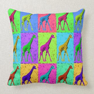 Cojín Decorativo Los paneles de la jirafa del arte pop que caminan