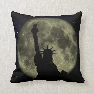 Cojín Decorativo Luna y señora Liberty