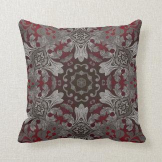 Cojín Decorativo mandala roja del renacimiento y negra metálica