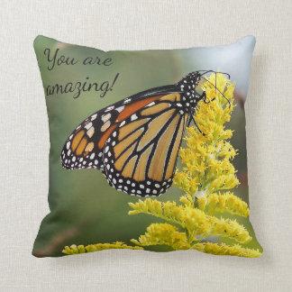 Cojín Decorativo Mariposa de monarca usted está sorprendiendo la