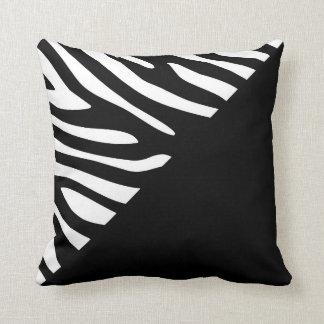 Cojín Decorativo Medio modelo de la cebra gráfica blanco y negro