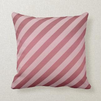 Cojín Decorativo Modelo color de rosa polvoriento oscuro diagonal