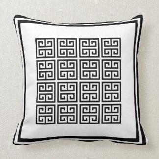 Cojín Decorativo Modelo dominante griego geométrico blanco y negro