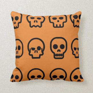 Cojín Decorativo Modelo loco del naranja de los cráneos