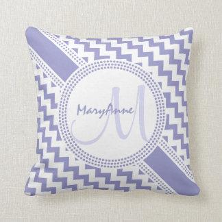 Cojín Decorativo Monograma blanco púrpura ultra elegante de Chevron