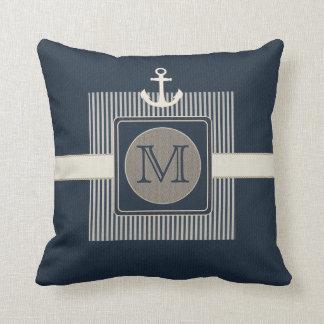 Cojín Decorativo Monograma del ancla de la nave náutica del efecto