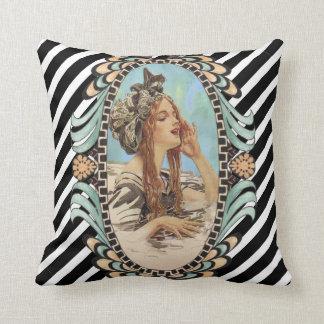 Cojín Decorativo Mujer del vintage, romántica y moderna