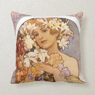 Cojín Decorativo Mujer linda con la guirnalda floral