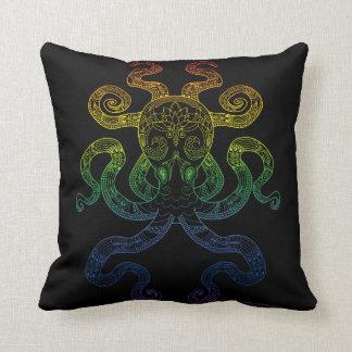 Cojín Decorativo Negro floral del orgullo del arco iris del arte