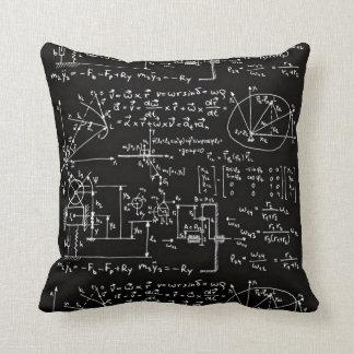 Cojín Decorativo Negro Geeky de las matemáticas de la matemáticas