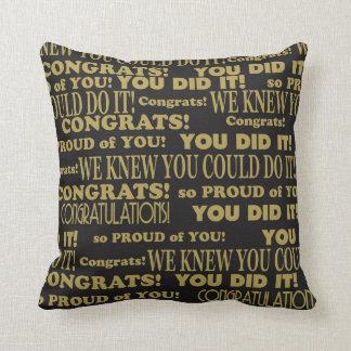 Cojín Decorativo Negro graduado y oro de Congrats