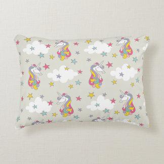 Cojín Decorativo Nubes de los arco iris del unicornio y dormitorio