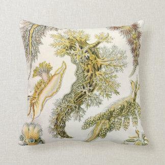Cojín Decorativo Nudibranchia del vintage, barras de mar de Ernst