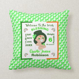 Cojín Decorativo Nuevo bebé de la bendición irlandesa personalizado