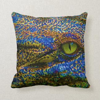Cojín Decorativo ¡Ojo colorido del cocodrilo del cocodrilo