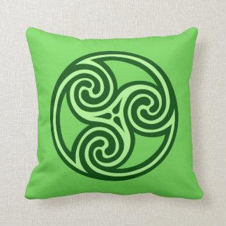 Cojín Decorativo Ornamento, cal y verde oscuro de Triskele del