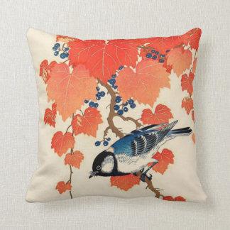 Cojín Decorativo Pájaro de Jay del japonés del vintage y vid del