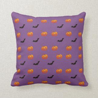 Cojín Decorativo Palos y calabazas de Halloween