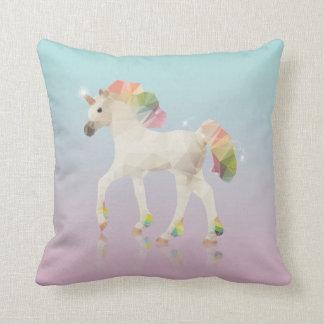 Cojín Decorativo Polígono colorido del unicornio del arco iris -