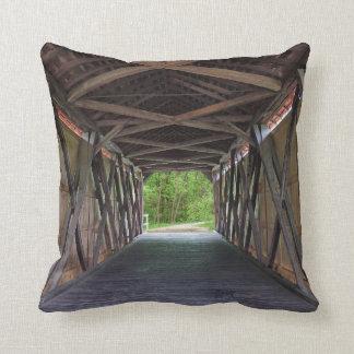 Cojín Decorativo Puente interior Hillsboro Missouri de la cala de