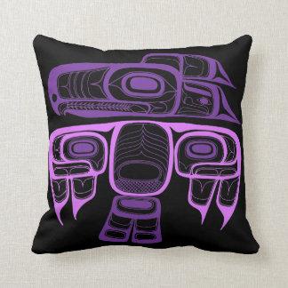 Cojín Decorativo Púrpura del thunderbird del Tlingit del estilo del