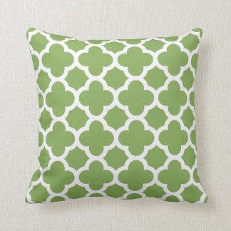 Cojín Decorativo Quatrefoil verde y blanco de la primavera