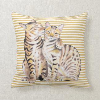 Cojín Decorativo Rayas del ocre de los gatos de Bengala