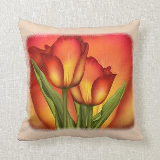 Cojín Decorativo Rojo y tulipanes del oro