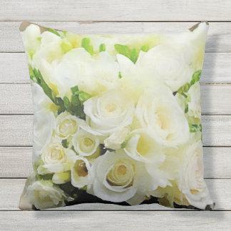 Cojín Decorativo Rosas blancos y poner crema florales