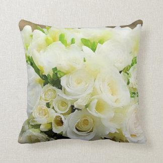 Cojín Decorativo Rosas blancos y poner crema gráficos florales