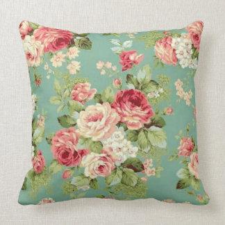 Cojín Decorativo Rosas rosados del vintage en la impresión verde