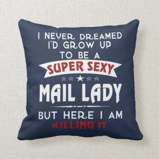 Cojín Decorativo Señora atractiva estupenda del correo