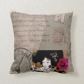 Cojín Decorativo Señora de París con collage de la flor del rosa