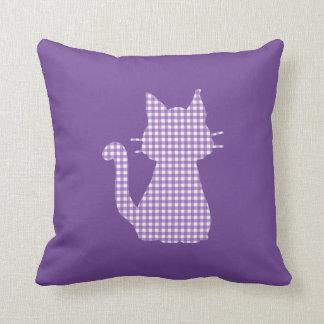 Cojín Decorativo Silueta púrpura del gato de la guinga