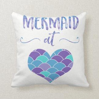 Cojín Decorativo Sirena linda de la púrpura y del trullo en la