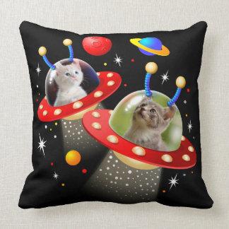 Cojín Decorativo Sus gatos en una escena extranjera del UFO Sci Fi