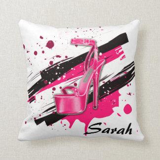 Cojín Decorativo Tacones altos negros, rosados y candentes